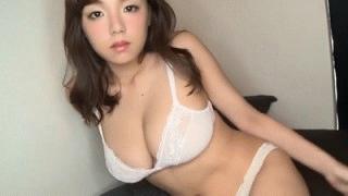 【篠崎愛】エロい目線で服を脱ぎ純白下着姿のエッチな身体を見せつける