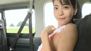 【佐々木萌香】白肌美少女が車の中で服を脱いだ後におっぱいを押しつけながら誘惑してくる‼